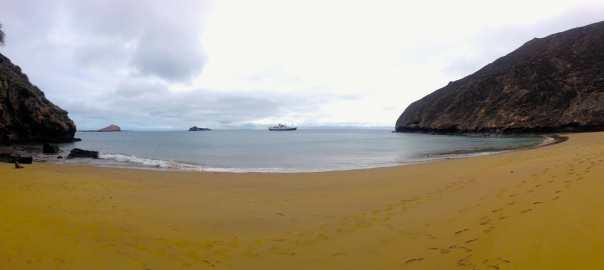 15 Friday Punta Pitt Panorama with ship