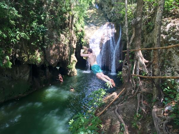 Trinidad Parque Nacional Matt Jumping
